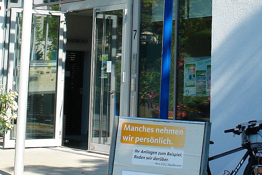 http://www.archeviva.com/wp-content/uploads/2015/07/arche-weiler-waldbronn-rathaus-gegen-fruehsexualisierung-06-20150716164420-04.jpg