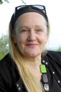 """Heiderose Manthey. Leiterin der ARCHE. Arbeitet seit 18 Jahren an der Überwindung von kid - eke - pas Kindesraub in Deutschland - Eltern-Kind-Entfremdung - Parental Alienation Syndrome. Sie deckt schonungslos auf. Schritt für Schritt. """"Verleumder sind Täter"""", so Manthey."""