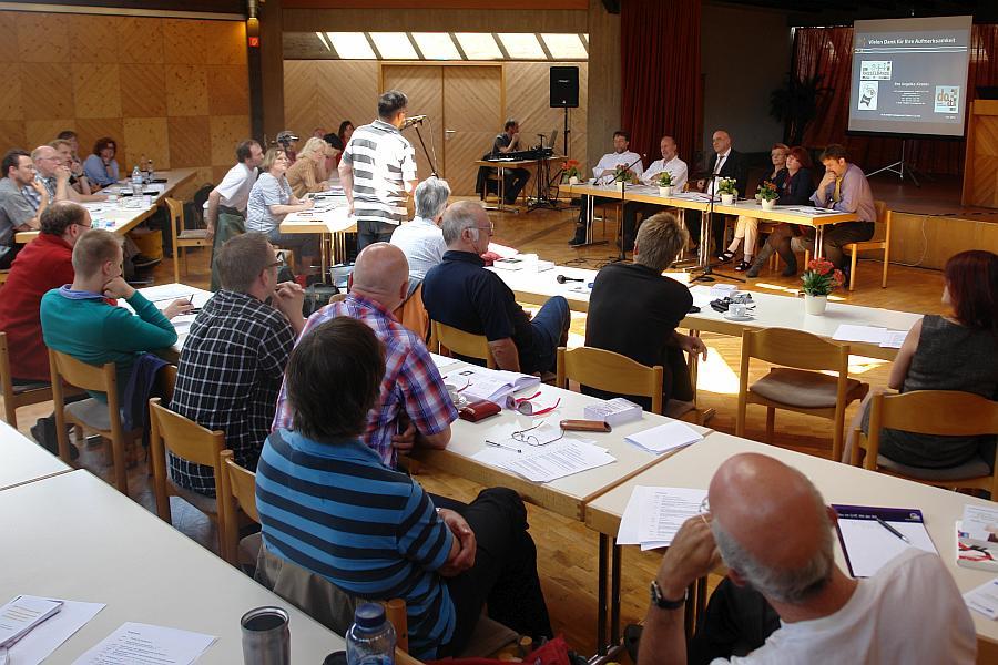 Väterkongress 2012. Karlsruhe. Michael Baleanu am Mikrophon.