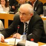 Christidis Aris. Spricht zum Raub seiner Söhne vor dem Europäischen Parlament.