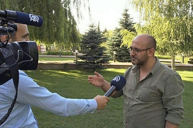 Regisseur Alp Kamper. Will einen Film machen über die Machenschaften des Deutschen Jugendamtes.