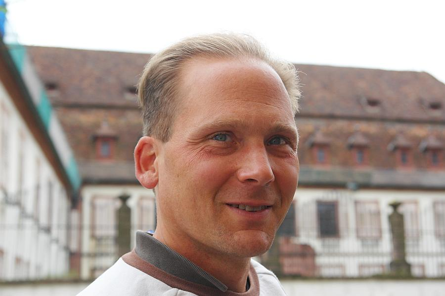 Übersetzt. Olaf Meyer-Granzow. Meyer-Granzow gehört zu THE HUMANS - INTERNATIONAL ASSOCIATION of HUMAN RIGHTS DEFENDERS.