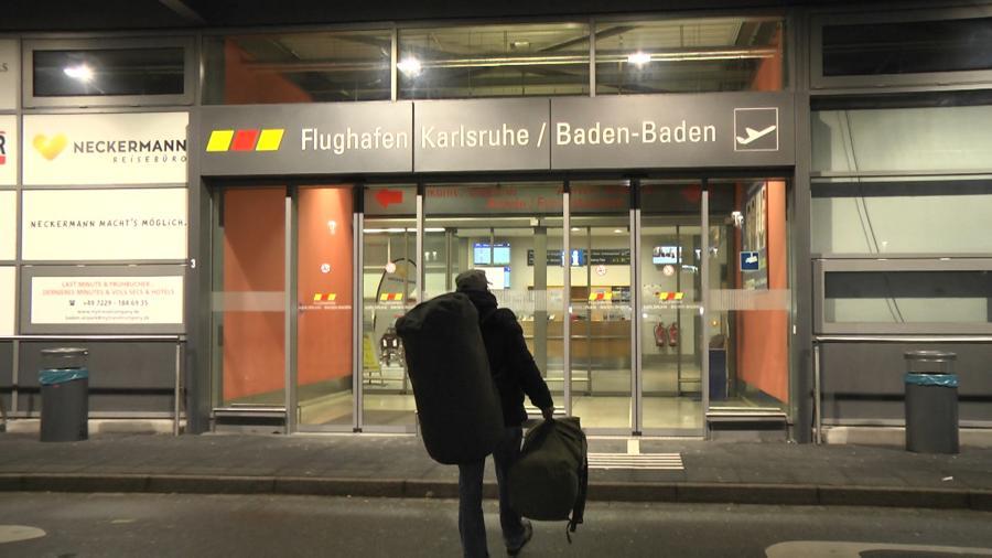 Mitten in einer eiskalten Januarnacht: Ein sorgeberechtigter Vater und Menschenrechtsverteidiger verlässt das Land. Ohne seine Tochter.