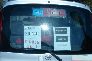 ARCHE Sonne scheint direkt auf die Aufklärungs-Filme ARCHE-Auto_06