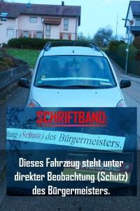 """Dieses Fahrzeug steht seit einigen Tagen unter direkter Beobachtung -  man könnte es auch """"Schutz"""" nennen - des Bürgermeisters Bochinger."""