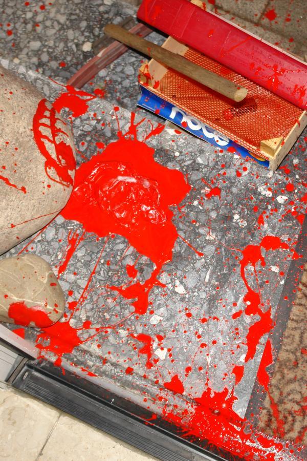ARCHE Farbbeutel-Anschlag auf ARCHE_05a