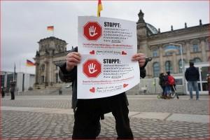 ARCHE unterstützt die Aktion. Hier: Vor dem Deutschen Bundestag. Berlin.