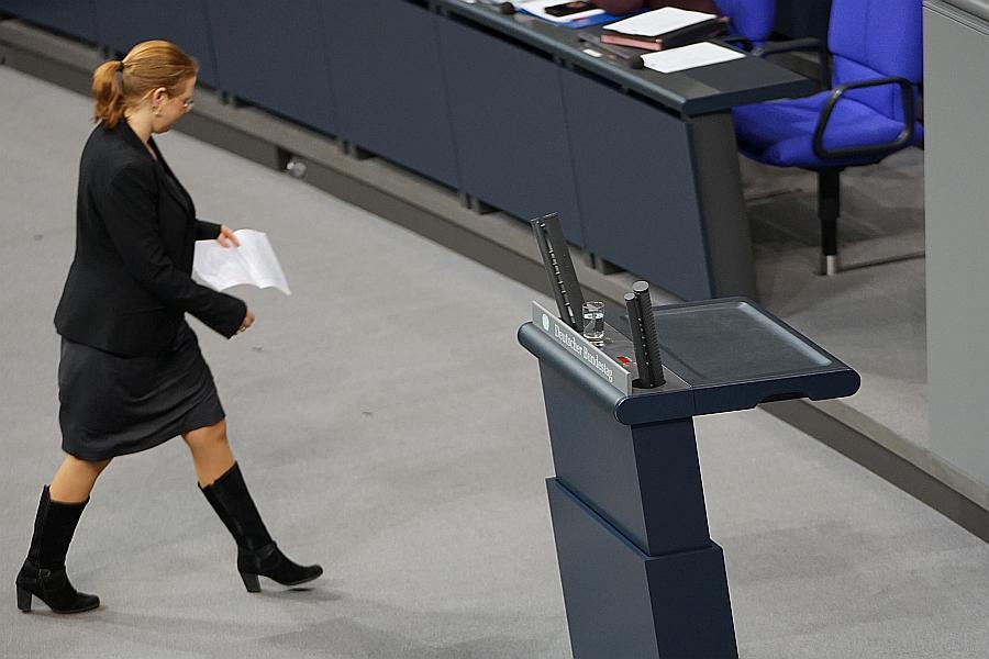 Katrin Helling-Plahr, FDP, auf dem Vormarsch zu einer neuen Sichtweise auf die Stellung der Trennungs- und Scheidungskinder in Deutschland und auf deren Leid. Foto © Heiderose Manthey.