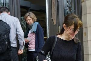 Vor der Tür. Nachgespräche und warten auf das Urteil am 15. Mai.