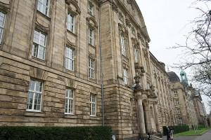 """Dürfen """"Holocaust"""" - Leugner ihre Meinung frei sagen ?"""