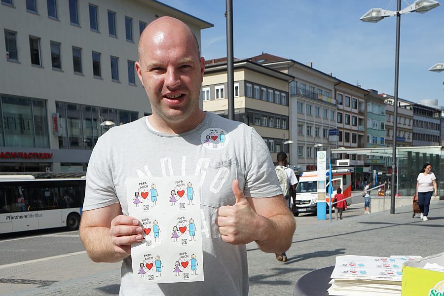 Dimitrij Walter und Aktive aus dem VAfK Karlsruhe klären vor Ort auf.