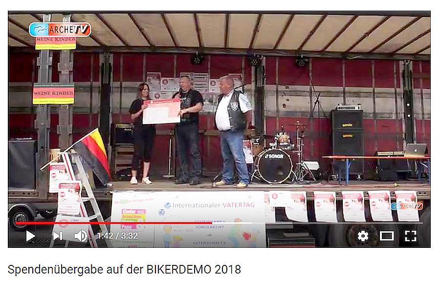Runder Tisch Rhein-Neckar-Pfalz spendet für die Wichtel Mannheim. Scheckübergabe durch Jackson von der MC-Truppe Freinsheim.