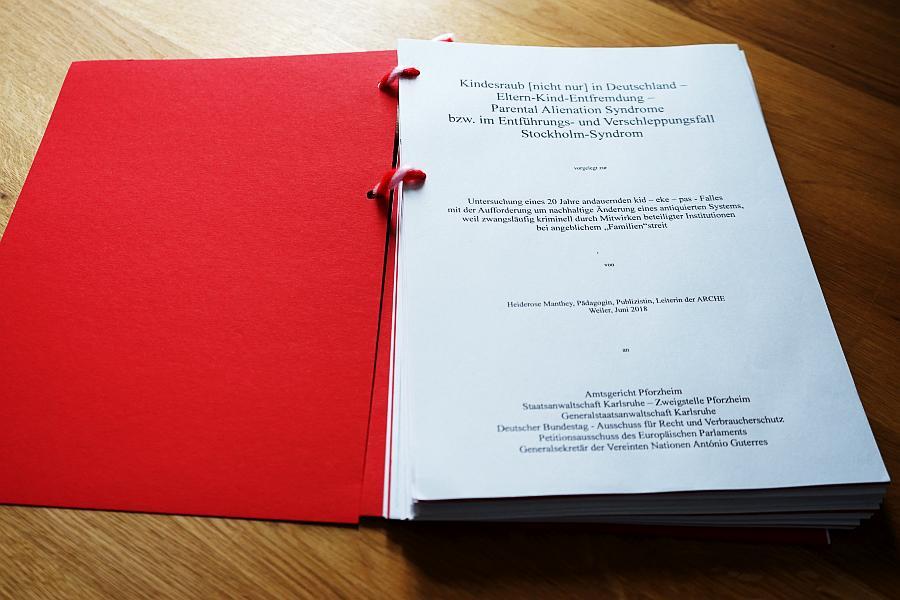 RESOLUTION 09/15 Titelblatt. Autor: Pädagogin, Publizistin und Leiterin der ARCHE, Heiderose Manthey.